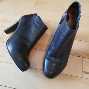 See by Chloe black leather heeled ankle booties 40